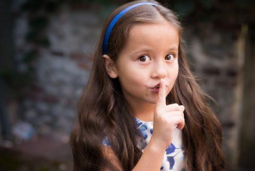 Почему дети начинают врать и как с этим бороться?